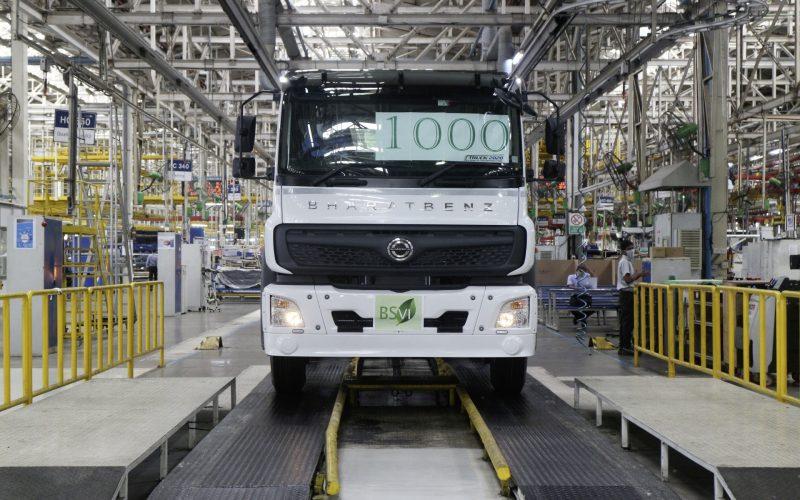 Trotz COVID-19: Daimler India Commercial Vehicles (DICV), Nutzfahrzeughersteller und Daimler Tochterunternehmen, hat den ersten Produktionsmeilenstein der runderneuerten schweren Lkw-Baureihe (HDT) in Indien erreicht. Foto: Daimler