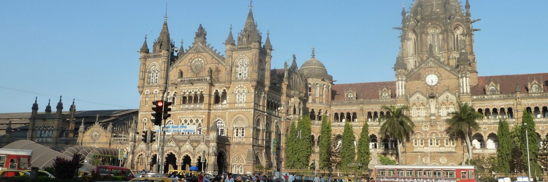 Im Sprachgebrauch der Bewohner von Mumbai heißt der Chhatrapati Shivaji Terminus immer noch V.T. Station. (Bild: Peter C. Andreßen)