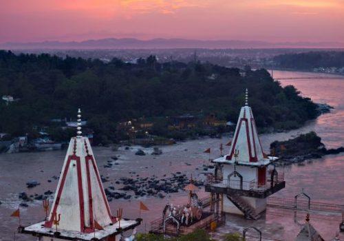Blick auf den Ganges  und Hindutempel