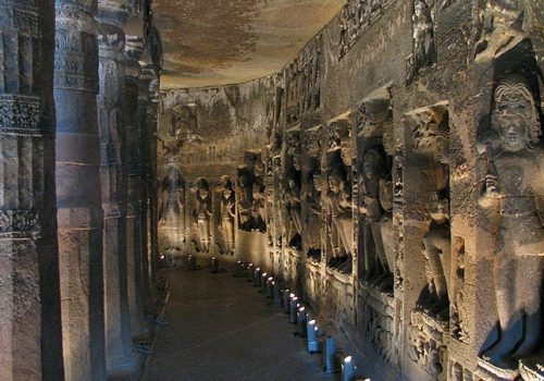 Im Innern eines Höhlentempels in Ajanta. Foto: Danial Chitnis