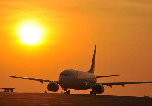 Der Flughafen Dabolim am Abend. Bald soll es noch einen  Airport in Goa geben. Foto: Eustaquio Sanimano