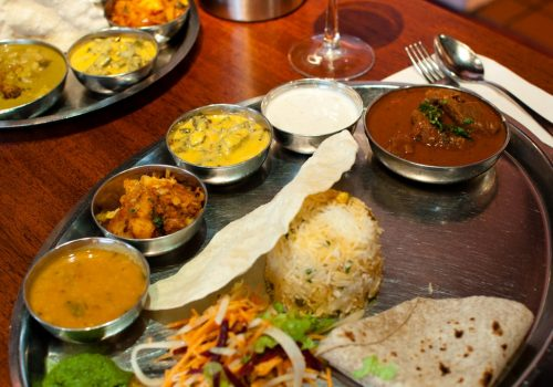 Ein Thali ist vermutlich die beste Art, die Küche einer Region kennenzulernen. Foto: Jaina J.
