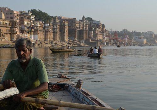 Der Ganges bei Varanasi - idyllisch, aber keinesfalls rein. Foto: Matt Stabile