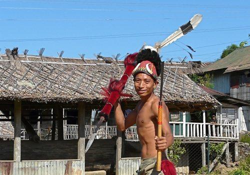 Ein Krieger der Ao in seiner Tracht in Nagaland Foto: Rita Willaert