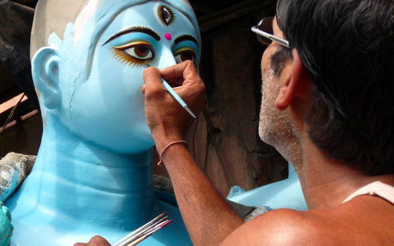 Herstellung einer Götterfigur in Kumartoli in Kolkata. Foto: Steve Brown