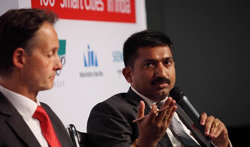 Felix Klauda (links) und ?? Narahari bei der Podiumsdiskussion. Foto: Sera Cakal