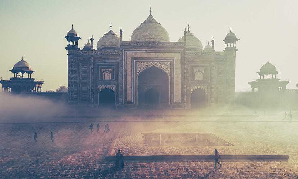 Indien lockt jährlich Millionen von Besuchern an - mit landschaftlicher Pracht, kulturellen Bauwerken und jeder Menge historisch Sehenswertem. Die Reise in das exotische Land sollte jedoch gründlich vorbereitet werden.