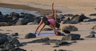 Ein guter Grund, nach Indien zu reisen: Yogakruse am Strand. Foto: ccl pixabay